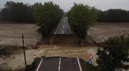 Maltempo in Piemonte, crolla un ponte nell'Alessandrino: il video dal drone