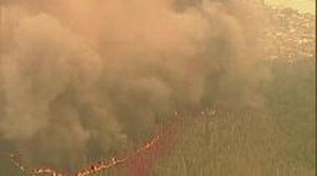Australia devastata dagli incendi: il cielo diventa arancione