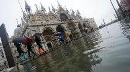 Maltempo, l'acqua alta a Venezia supera i 130 cm