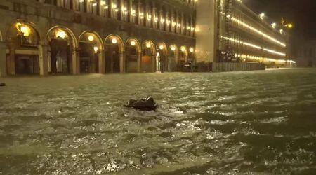 Venezia, è acqua alta storica: toccati i 187 cm