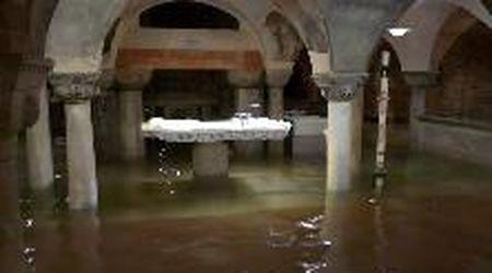 Alluvione a Venezia, l'acqua invade la basilica di San Marco