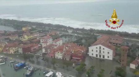 Alluvione, nel video dall'elicottero la devastazione a Venezia e sul litorale