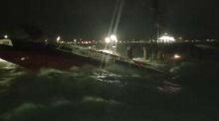 """Acqua alta a Venezia, il vaporetto tra le onde: """"Ma riusciamo ad arrivare a terra?"""""""