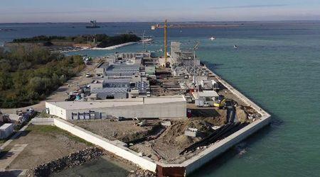 Acqua alta a Venezia, il cantiere del Mose visto dal drone