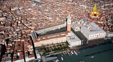 Acqua alta a Venezia, la città si riprende dopo le ferite. Il sorvolo