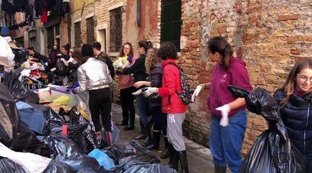 """Gli """"Angeli"""" che stanno aiutando Venezia a risollevarsi"""