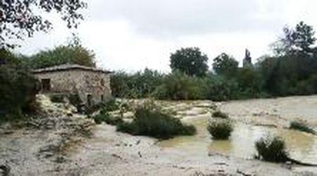 Maltempo, le famose cascate termali di Saturnia sotto un mare di fango
