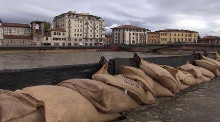 Pisa, l'Arno fa paura