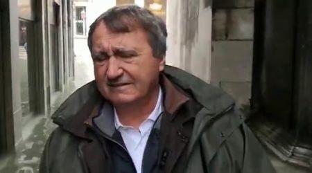 """Acqua alta a Venezia, il sindaco Luigi Brugnaro: """"Veneziani in ginocchio? Solo quando pregano"""""""
