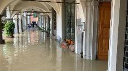 Maltempo, il centro storico di Empoli va sott'acqua: allagati case e negozi