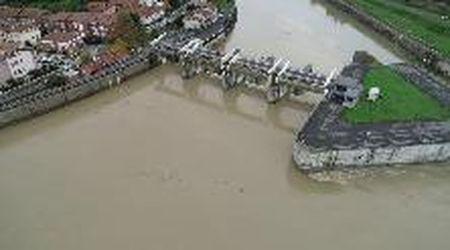 """In volo sopra lo Scolmatore, l'opera idraulica che ha """"salvato"""" Pisa dalla piena dell'Arno"""