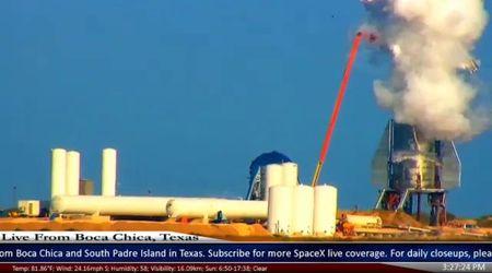 Il razzo futuristico di Elon Musk esplode in diretta, la nuvola di fumo si alza per chilometri