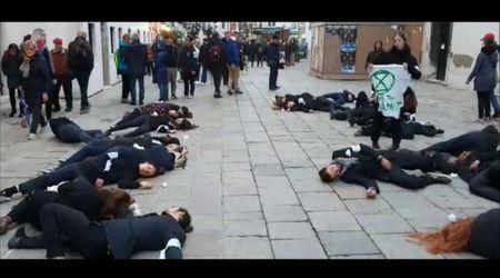 Venezia, la protesta per il clima di Extinction rebellion