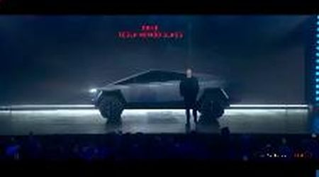 Tesla, flop alla presentazione del Cybertruck: i finestrini infrangibili si rompono in diretta