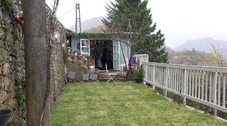 """Garfagnana, la libreria """"social"""", sogno di una poetessa nel borgo sperduto fra le montagne"""