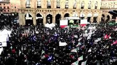 Time-lapse: diecimila in piazza a Bologna per Bonaccini in 30 secondi