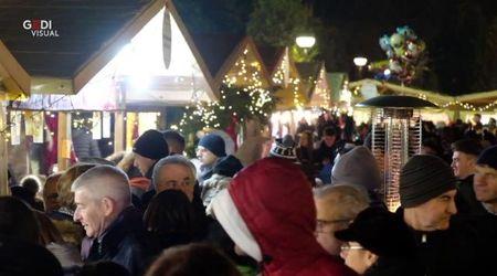 Mantova, il centro affollato per la festa dell' Immacolata