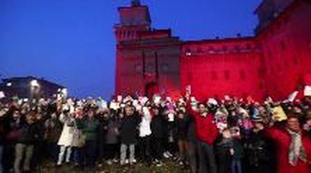 Le sardine tornano a riunirsi in piazza Castello, contro-manifestazione per l'arrivo di Salvini a Ferrara