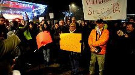 """Pavullo, sardine in piazza: """"Per un modo diverso di fare politica. Senza odio"""""""