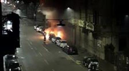 Torino, piromane in azione nel quartiere San Donato: bruciate 17 auto