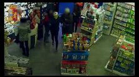 Torino, rapina in farmacia: pensionato prende a bottigliate il ladro