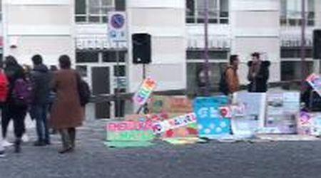 """Ivrea, la prima manifestazione dei ragazzi del Fridays for future in piazza di Città: """"Il Comune approvi l'emergenza climatica"""""""