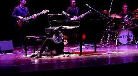 A Gorizia il concerto di Matthew Lee, il pianista che suona anche con i piedi