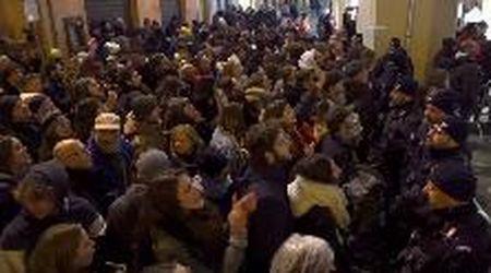 """Ravenna, i centri sociali contestano Salvini e intonano """"Bella Ciao"""""""