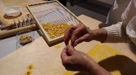 Castelfranco, a scuola dalle sfogline: si impara a fare la pasta e i tortellini