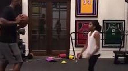 Quando Kobe Bryant giocava a basket con la figlia Gianna nella palestra di casa