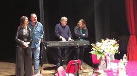 'Ad Auschwitz c'era la neve...': Laura Boldrini canta insieme ai Nomadi