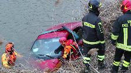 Auto nel canale a Marozzo: donna salva per miracolo
