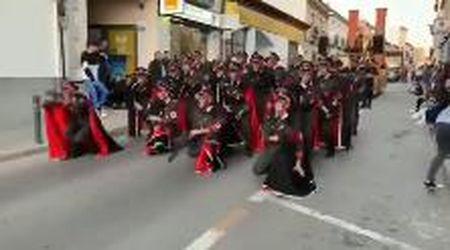 """Spagna, parata di Carnevale a tema Olocausto con nazisti e prigionieri ebrei che ballano: """"Disgustoso"""""""