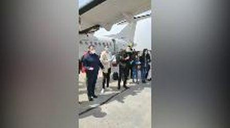 """Coronavirus, a Verona atterrati i medici albanesi. Fontana: """"Grazie per il vostro aiuto"""""""