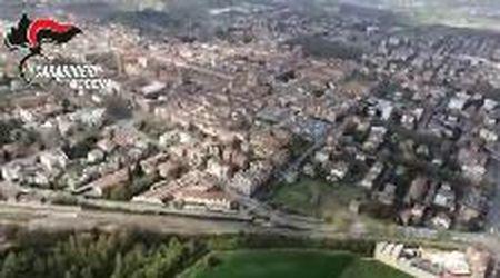 Carpi, l'elicottero dei carabinieri sorvola la città