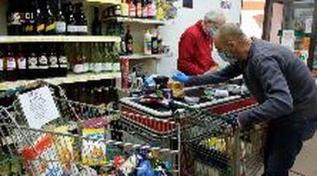 Il supermercato è solidale: spesa in sospeso per chi non ce la fa