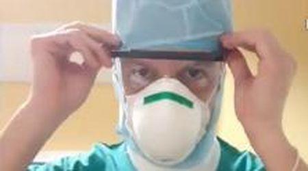 Coronavirus, l'infermiere si prepara al turno in ospedale sulle note di Vasco: il video è da brividi