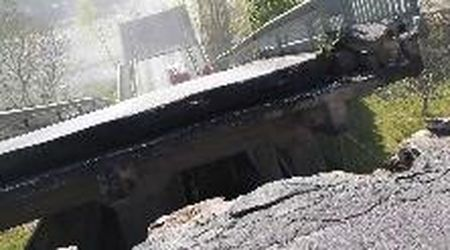 Massa Carrara, crolla un ponte sulla Provinciale: le prime immagini