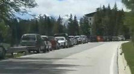 Cortina, tantissima gente verso il lago Sorapis