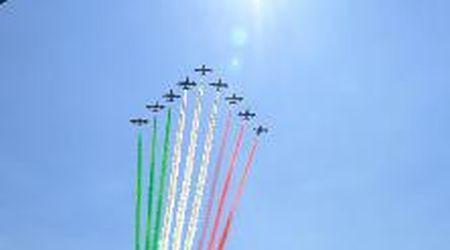 Le Frecce tricolori tingono il cielo di Codogno l'omaggio alle vittime del coronavirus
