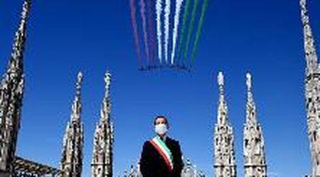 Le Frecce tricolori in volo su Milano: le acrobazie viste dal Monte Stella