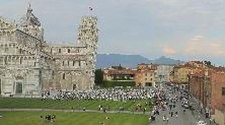 "Flash mob sotto la Torre per dire ""Pisa c'è"""
