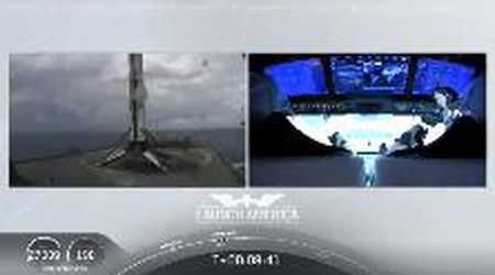 """Nasa-Space X, dopo aver """"lanciato"""" la Crew Dragon il Falcon 9 atterra sulla piattaforma nell'Atlantico"""