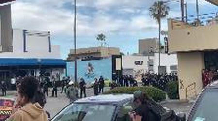 Morte George Floyd, a Los Angeles la polizia fa fuoco contro i manifestanti disarmati