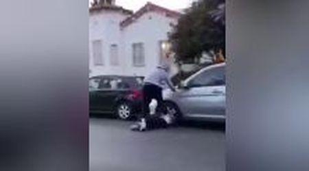 Usa, manifestante gli rompe il finestrino dell'auto: l'ex campione Nba lo prende a calci e pugni