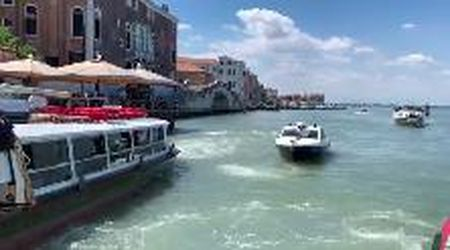 Venezia, troppo pochi mezzi pubblici, arrivano i carabinieri