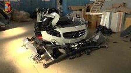 Nel deposito delle bande di ladri: le auto rubate smontate pezzo per pezzo