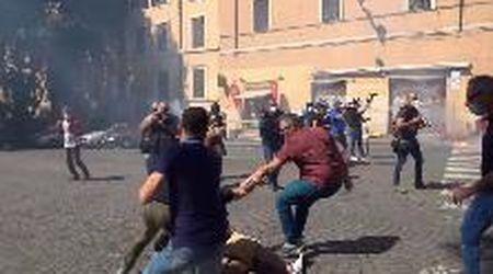 Roma, manifestazione ultrà e Forza Nuova: così sono iniziati gli scontri