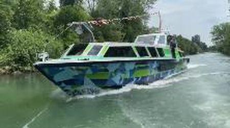 La barca elettrica per la laguna con il design artistico di Emmanuele Panzarini