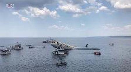 Turchia, un aereo affondato nel Mar Egeo è l'attrazione preferita dei sub